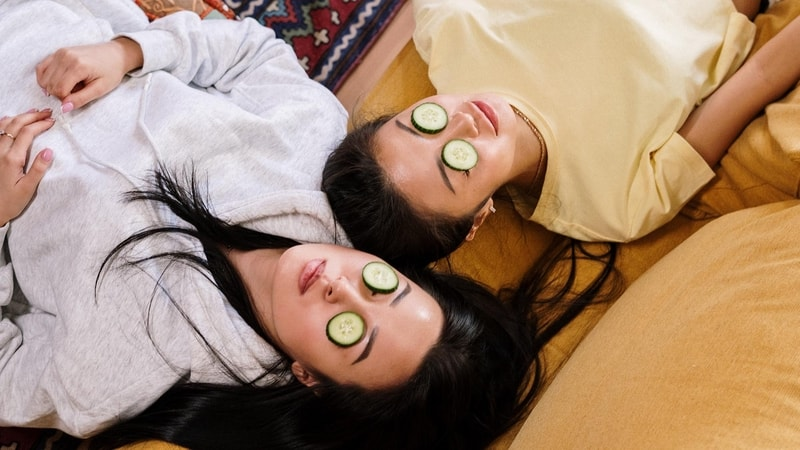 facial treatment with cucumber